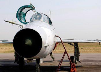Mueren dos pilotos al estrellarse un avión militar en Serbia