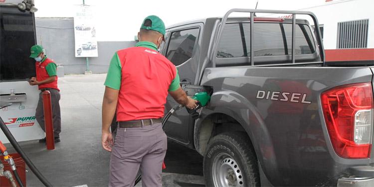 Centavos bajarán los combustibles a partir del lunes