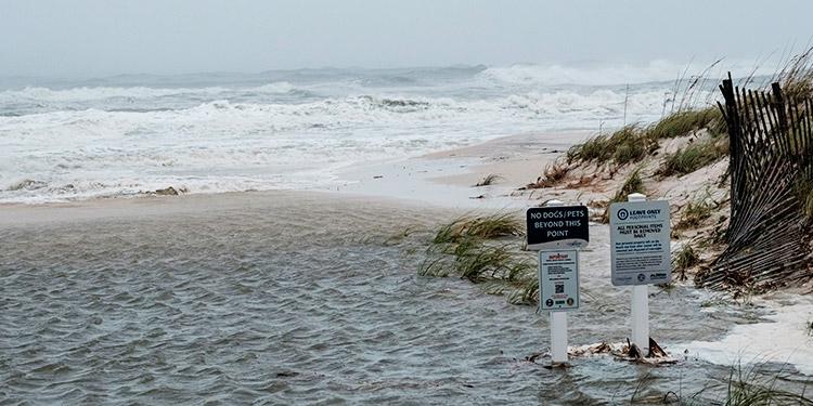 Sally se reduce a tormenta tropical y provoca 'inundaciones catastróficas'