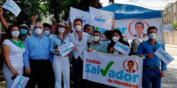 Salvador Nasralla recibe de la ENAG la publicación de la inscripción del PSH