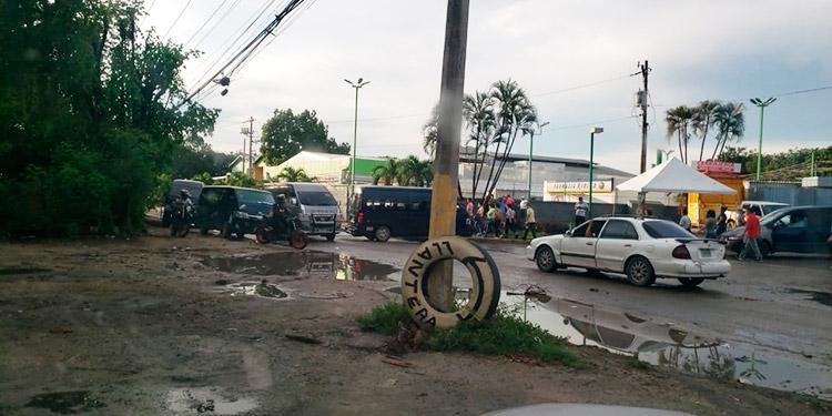Transportistas bloquean calles por segundo día consecutivo