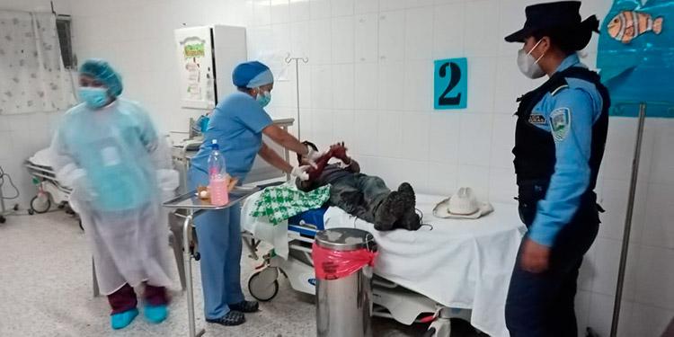 Hombre ultima a machetazos a su sobrino por darle muerte a perro