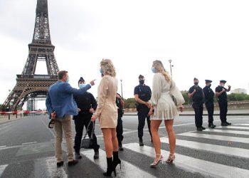 Desalojan la Torre Eiffel por falsa amenaza de bomba