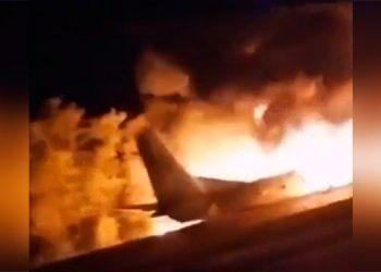 Al menos 20 muertos al estrellarse un avión militar en Ucrania