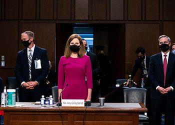 Amy Coney Barrett en la audiencia en el  senado