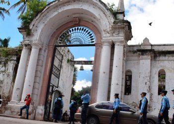 Según autoridades, los visitantes que ingresen a los cementerios deben cumplir de forma obligatoria con medidas de bioseguridad.