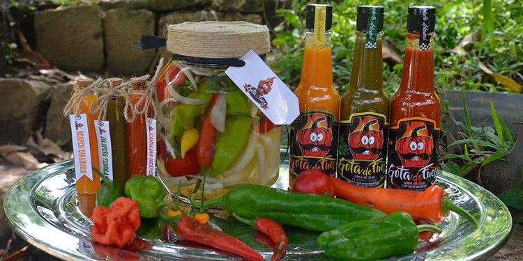 Las variedades de productos exhiben un encurtido de las 21 especies de chile picante que se cultivan en tierras danlidenses.