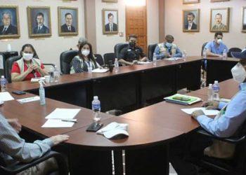 Representantes de alcaldía de Comayagua, la Región de Salud y el Codem, recibieron al director del Fonac, Omar Rivera.