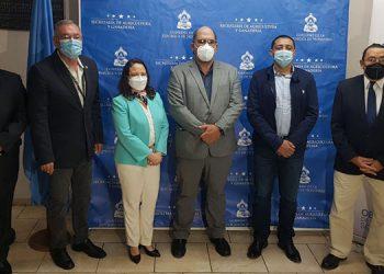 El titular de la SAG, Mauricio Guevara, preside la delegación hondureña, conformada por funcionarios de otras instituciones y representantes de la FAO.