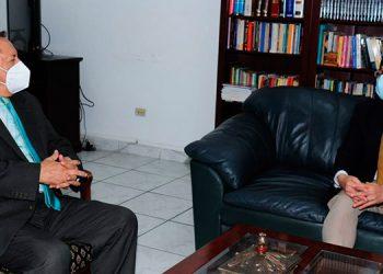 Adán Elvir Flores y el embajador de Taiwán, Diego Wen.