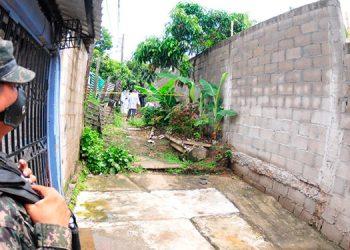 En fosas comunes de este callejón fueron semienterrados los cuerpos de la pareja.