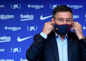 El presidente del FC Barcelona Josep Maria Bartomeu anuncia su dimisión