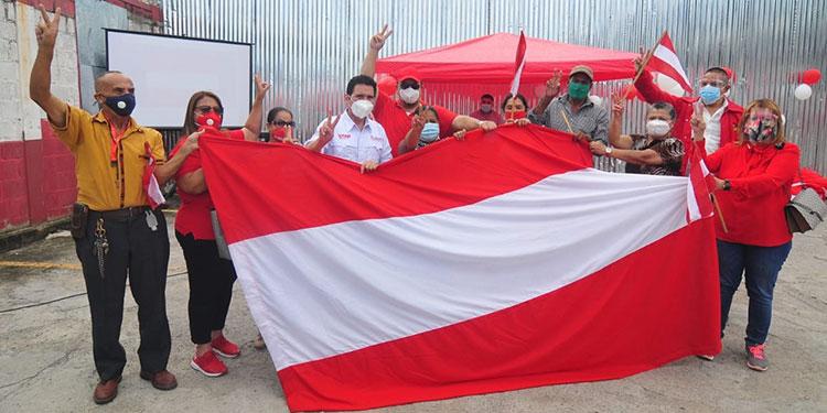 La gente de Yani en la capital, están recogiendo firmas.