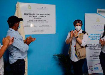 La Primera Dama, Ana García de Hernández, inauguró el Centro de Cuidados Diurnos al Adulto Mayor en Gualcince, Lempira.