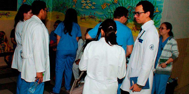Instan al Estado a proteger a médicos que luchan contra el COVID-19