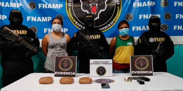 """Capturadas dos peligrosas """"gatilleras"""" de pandilla 18"""