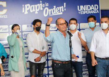 """La adhesión oficial de Álvarez se llevó a cabo en la misma sede oficial de """"Unidad Esperanza""""."""