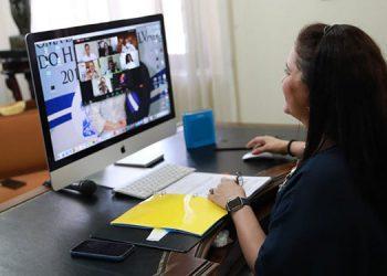 La Primera Dama, Ana García de Hernández, animó a las participantes del programa educativo de Ciudad Mujer a seguir adelante para superarse.