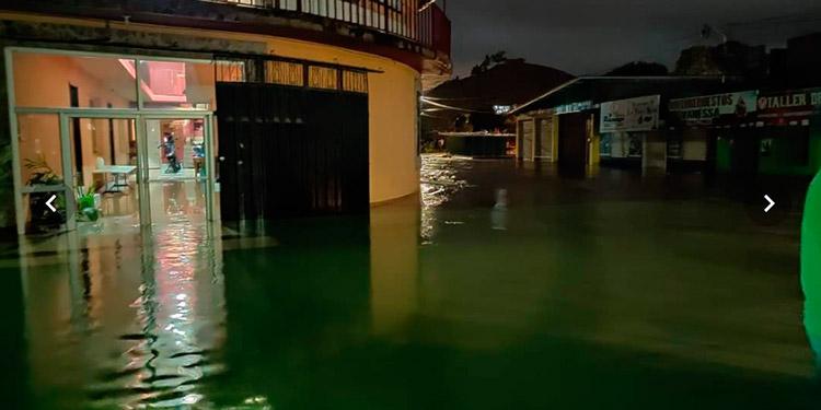 Niña y un policía mueren tras lluvias en barrios de Marcala