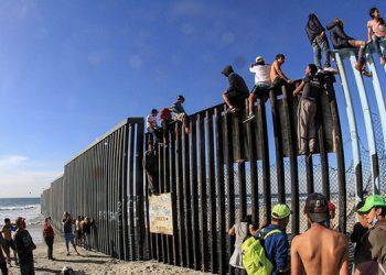 """ICE también logró detener, mediante la """"Operación Rise"""", a más de 300 inmigrantes fugitivos por homicidios."""