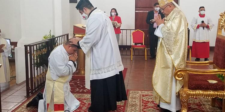 Ordenación de nuevo sacerdote