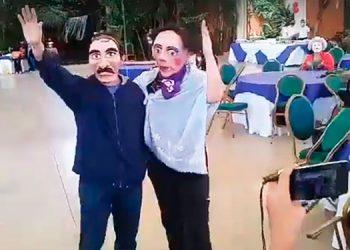 Estudiantes satirizan a Ortega y Murillo en 'marcha de la burla' en Nicaragua
