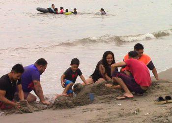Desde ya, muchas familias visitan las playas de Tela, para disfrutar de los rayos del sol y el mar.