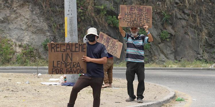 Con la pandemia, se ha multiplicado la indigencia en las ciudades hondureñas, personas de todas las edades salen a pedir para alimento.