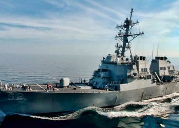 Destructor de EE. UU. cruza el Estrecho de Taiwán