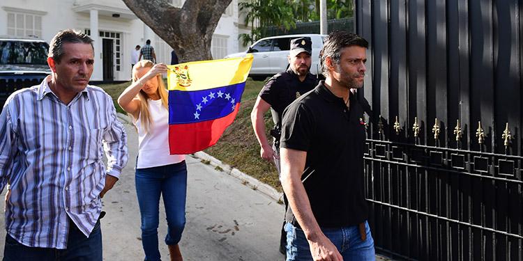 España anuncia que degrada su representación diplomática en Venezuela