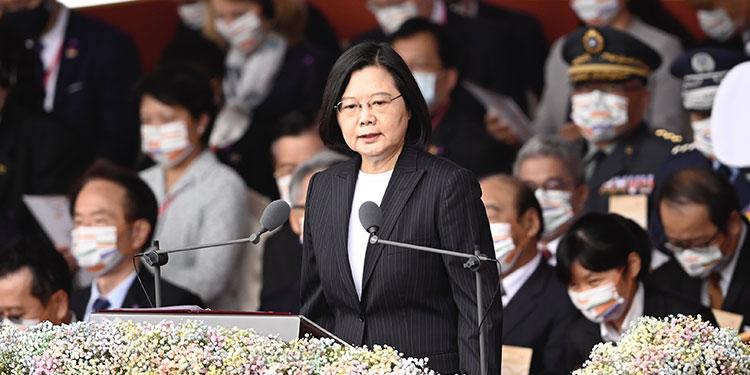 """Robert O'Brien, asesor del gobierno de Estados Unidos recomendó a Taiwán """"fortalecerse"""" para protegerse de una eventual invasión de China.  (LASSERFOTO AFP)"""