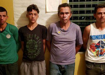 Los capturados serán remitidos a la orden de la Fiscalía por suponerlos responsables del delito de asesinato en perjuicio de Rony Nahún Flores Flores.