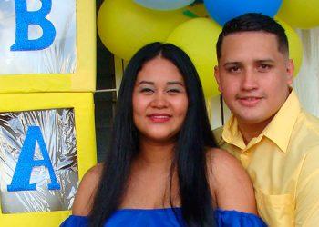 Cinthia y Edwin esperan el nacimiento de su primogénito a finales de este mes.