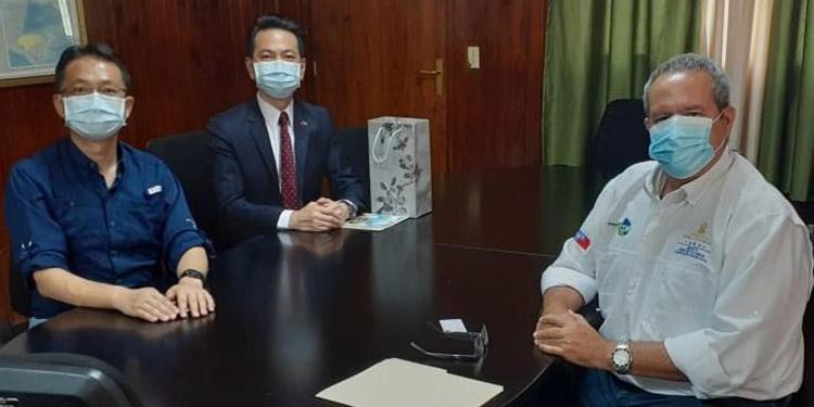 Taiwaneses abordan temas agropecuarios con Dicta