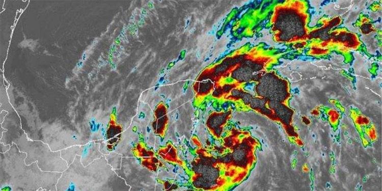 La tormenta tropical Ganma se fortalece horas antes de tocar tierra en México