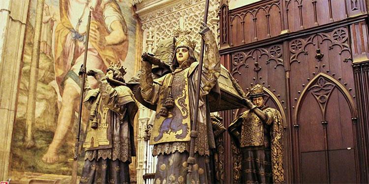 Tumba de Cristóbal Colón en Sevilla, España.
