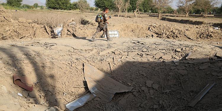 Al menos 13 muertos y 95 heridos en la explosión de un coche bomba en Afganistán