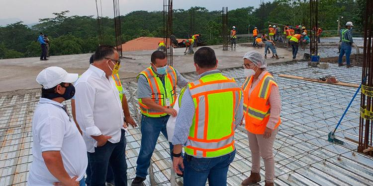 El alcalde de San Pedro Sula inspeccionó la construcción del Macro Distrito Municipal de Salud en Cofradía.