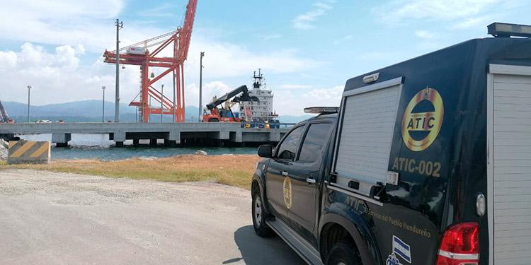 MP supervisa desembarque de 68 contenedores con dos hospitales móviles