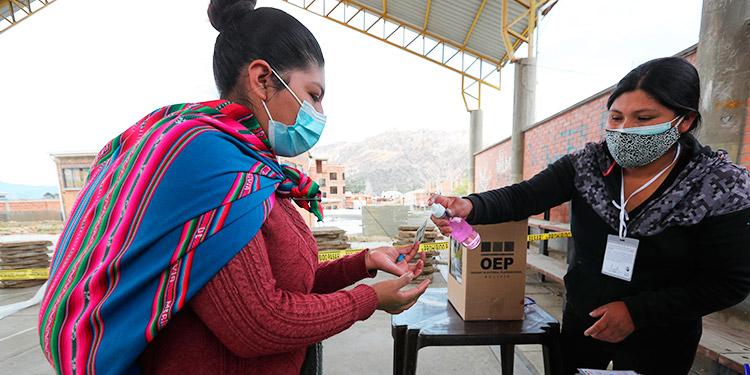 Las elecciones en Bolivia transcurren con gran afluencia de votantes y en calma