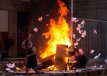 Cerca de 580 detenidos y un muerto en una noche de extrema violencia en Chile