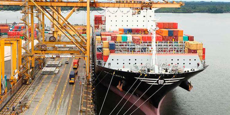 Se reduce 30% el déficit comercial en diez meses