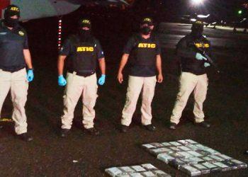 Contabilizan 38 kilos de supuesta cocaína en narcoavioneta asegurada ayer