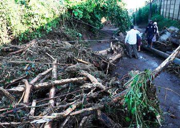 Sube a ocho los muertos por deslizamiento de tierra en el norte de El Salvador