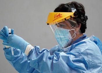 España registra nuevo récord diario de contagios con 25,595 y 239 muertos