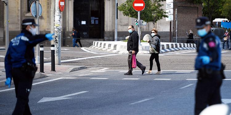Después de Madrid, España confina parcialmente otras tres ciudades
