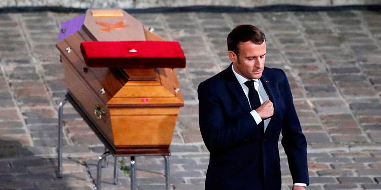Francia homenajea como a un 'héroe' al profesor decapitado