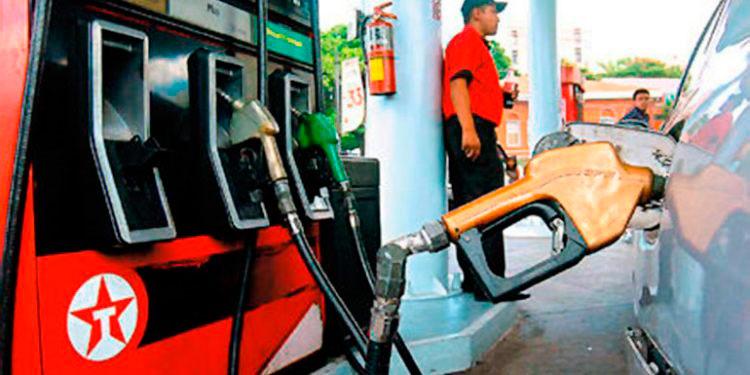 Anuncian rebaja en la gasolina a partir del lunes