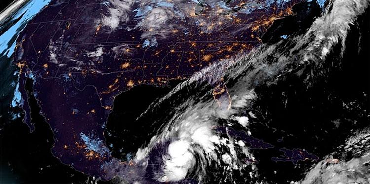 Gamma alcanza la costa de México con vientos cercanos a los de un huracán
