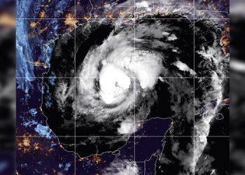 El huracán Zeta avanza hacia la castigada costa de EEUU